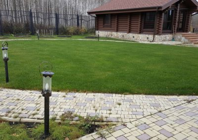 Прочесывание газона на участке, Никольская усадьба
